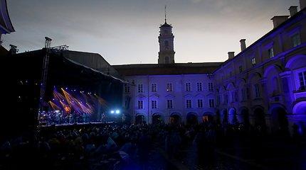 """Aistė Smilgevičiūtė ir grupė """"Skylė"""" festivalyje """"Untold City"""" pristatė savo pirmą žemaitišką albumą"""