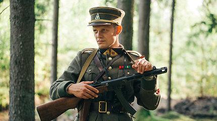 Partizaną suvaidinęs Paulius Markevičius nežino, ar dabar griebtųsi ginklo