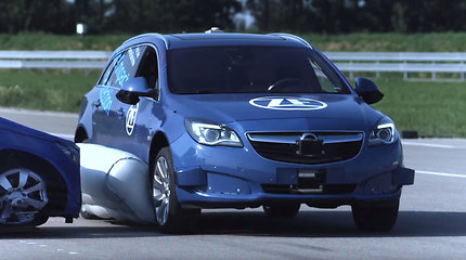 Pirmoji išorinė saugos pagalvė nukreipta prieš kitus automobilius: kokios naudos ji duotų