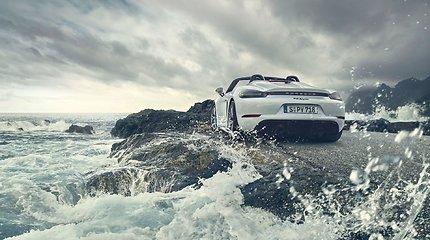 """""""Porsche"""" pristatė naujus šeimos narius: daugiau galios ir patobulinta aerodinamika"""