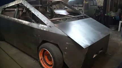"Rusijoje sukurtas ""Tesla Cybertruck"" automobilis"