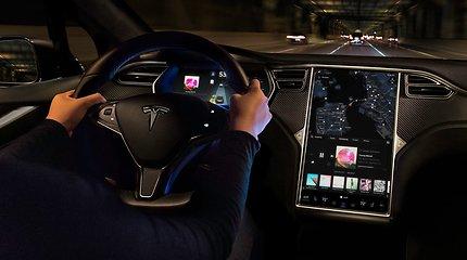 """""""Tesla"""" žengia svarbų žingsnį: jau kitą savaitę bandys visiškai savarankiško vairavimo """"beta"""" versiją"""