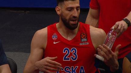 Pykčio protrūkis: CSKA žvaigždė išsiliejo ir ant kamuolio, ir ant vandens buteliuko