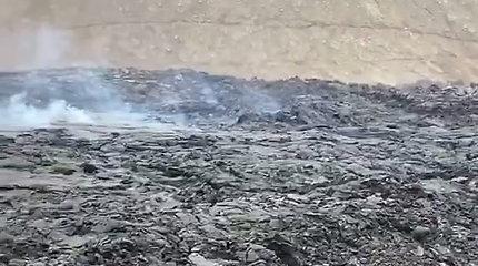 Prie ugnikalnio plūsta minios žmonių