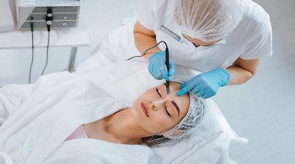 Be adatų ir skalpelio: ką gali populiarios nechirurginės procedūros, skirtos veido odai jauninti?