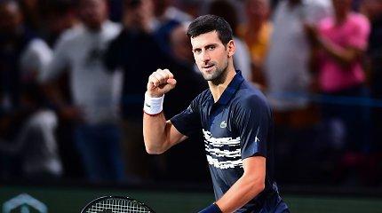 Novakas Džokovičius sutriuškino Stefanos Tsitsipą ir žengė į pusfinalį Paryžiuje