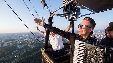 Martynas Levickis surengė išskirtinį koncertą – grojo oro balione