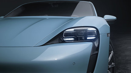 "Dega ne tik ""Tesla"": supleškėjo ir pirmas istorijoje ""Porsche Taycan"""