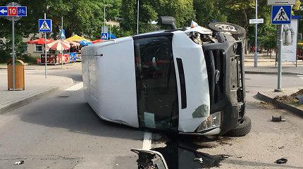 """Palangos centre – avarija: """"Lexus"""" taranuotas """"Ford"""" liko gulėti ant šono"""