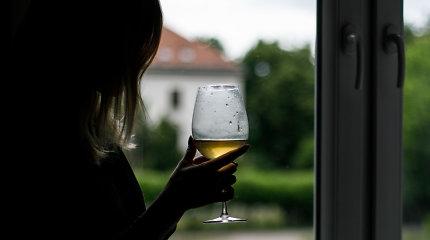 Feisbuke tūkstančiai dalijasi melu apie alkoholio draudimus