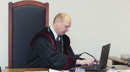 Teisėjų taryba nesvarstys, ar patarti prezidentui atleisti neblaivų vairavusį M.Striauką