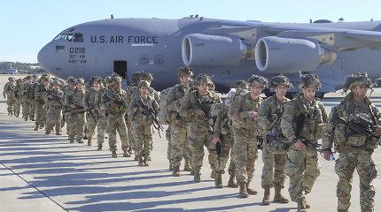 Estijoje per dideles karines pratybas surengta JAV parašiutininkų desanto operacija