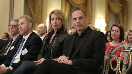 Graikijos finansų ministro žmona buvo priversta ginti savo vyrą nuo anarchistų
