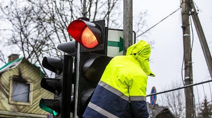Akibrokštas: Vilniuje grąžinant vieną lentelę su žalia rodykle, ją užstojo stulpas