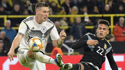 Futbolo milžinų akistatoje Vokietija neišsaugojo dviejų įvarčių persvaros prieš Argentiną