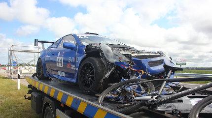 """Pirmieji nuostoliai """"Eneos 1000 km"""" treniruotėje: sudaužyta """"Toyota Celica"""""""