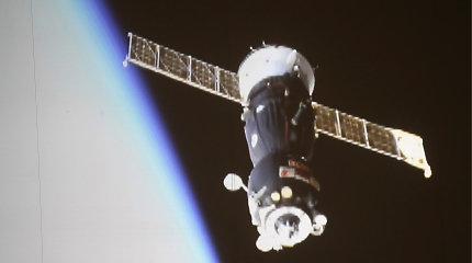 """Erdvėlaivis """"Sojuz MS-12"""" su trimis žmonėmis atsiskyrė nuo TKS"""