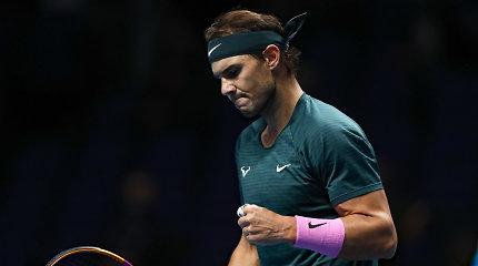 R.Nadalis tęsia pirmo trofėjaus Londone medžioklę: pačiupo likusį kelialapį į pusfinalį