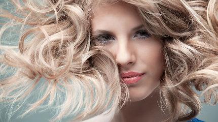 Kaip atnaujinti plaukų spalvą namuose?