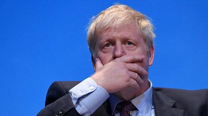 Borisas Johnsonas spaudžiamas paaiškinti kivirčą artimoje aplinkoje