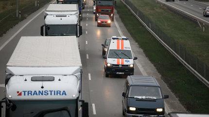 Mirtis greitkelyje: ties autobusų stotele Kaune BMW mirtinai partrenkė vyrą