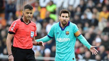 """Pirmas Q.Setieno pralaimėjimas: blankiai žaidusi """"Barca"""" krito Valensijoje"""