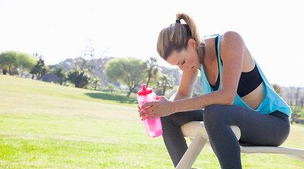 Bėgimo trenerio patarimai: kada ir kiek vandens gerti sportuojant, kad neištiktų dehidratacija?