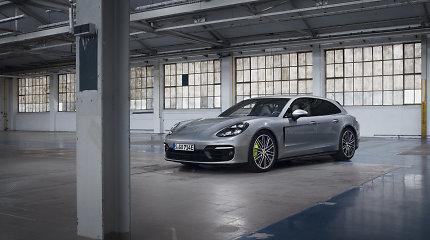 """""""Porsche"""" parodė iš tinklo įkraunamus """"Panamera"""" hibridus: galingiausia išvysto 700 AG"""