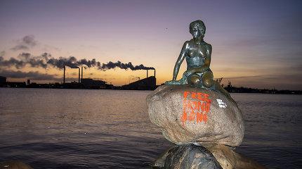 """Kopenhagos """"Undinėlė"""" išpaišyta Honkongą palaikančiais grafičiais"""