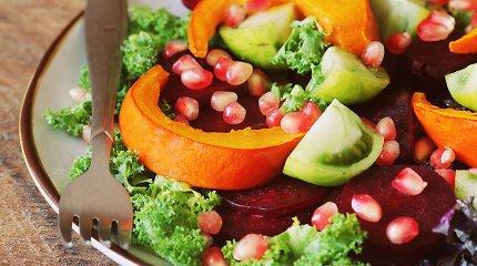 Skanaujame granatų: 2 greitų salotų receptai, kur jie derinami su daržovėmis