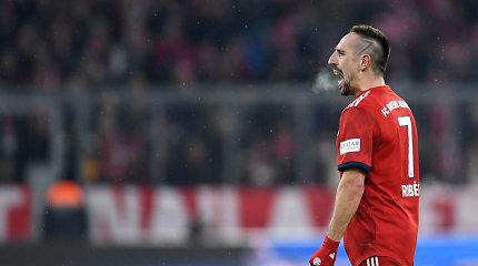 """""""Tviterio audrą"""" dėl auksinio kepsnio sukėlusį F.Ribery """"Bayern"""" ir nubaudė, ir užstojo"""