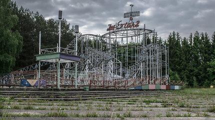 Apleistame sovietiniame atrakcionų parke Elektrėnuose išliks amerikietiški kalneliai
