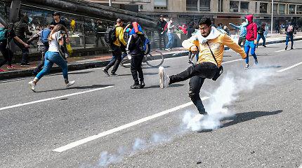 """Kolumbijos lyderiui pradedant """"nacionalinį pokalbį"""", prieš protestuotojus panaudotos dujos"""