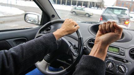 Kodėl ramus žmogus prie vairo tampa agresyviu pikčiurna?