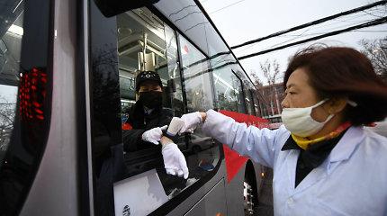 Pasaulyje gilėja Kinijos koronaviruso krizė