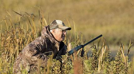 """""""Medžiotojų partija"""": kurie Seimo politikai po darbų į rankas ima šautuvą?"""