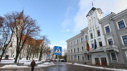 """Šiauliuose veikusi viešųjų pirkimų """"brigada"""" atsidūrė teisme"""