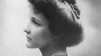 Prieš 100 metų Jungtinės Karalystės parlamente atsidūrė pirmoji moteris: kas buvo Nancy Astor?