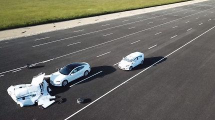 """Bandymas parodė, kodėl """"Tesla"""" autopilotas gali padaryti avariją"""