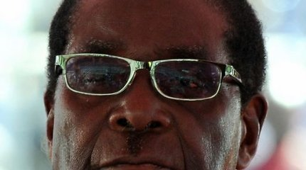 Po Zimbabvės armijos vado grasinimo prie sostinės pastebėta šarvuočių