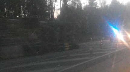 Sprogus padangai apvirto vilkikas ir užtvėrė dalį kelio Vilnius–Trakai