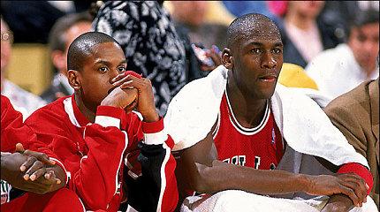 """Penkios istorijos, kai """"Bulls"""" rimtai svarstė išmainyti Michaelą Jordaną"""