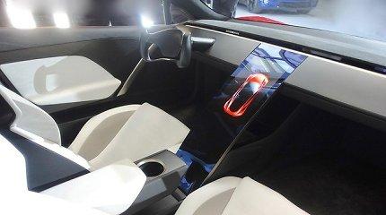 """Ar """"Tesla"""" šturvalas Europoje yra legalus? Ar automobilių vairai neprivalo būti apvalūs?"""