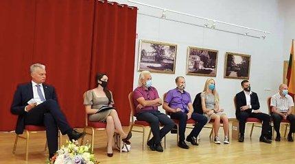 Prievolė dėvėti kaukę ministrui A.Verygai, prezidentui G.Nausėdai ar klebonui negalioja? Renginiuose pamatyti be jų
