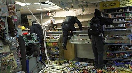 Londono policija įspėta apie galimas masines juodaodžių gaujų riaušes