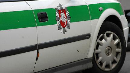 Vilniaus rajone nuo kelio nuvažiavo ir apvirto kario vairuojamas automobilis