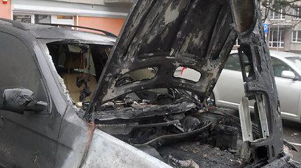 Automobilių gaisrai: ir Vilniuje, ir Pumpėnuose liepsnojo BMW