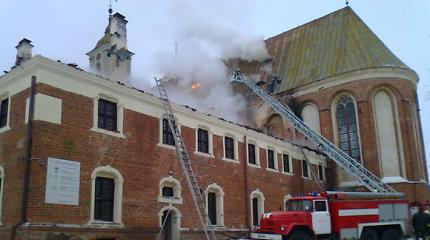 Dėl Tytuvėnų vienuolyno gaisro kaltiems valstybės tarnautojams – 2,7 mln. eurų ieškinys