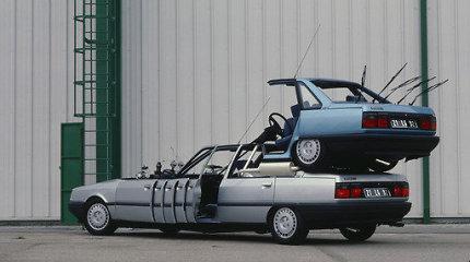 """""""Renault"""" automobiliai kine: nuo """"Titaniko"""" ir Džeimso Bondo"""