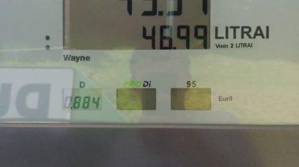 Automatinėse degalinėse pakvipo kainos rekordu – litrą galima įsipilti pigiau nei už eurą